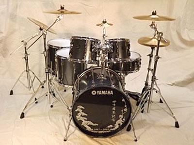 Kit 2: Yamaha Recording Custom series birch shells 22 kick, 10-12-14-16 toms, 14x6 snare